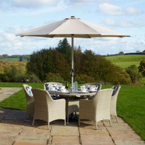 Bramblecrest Tetbury 6-Seat Dining Set With Tree-Free Round Table & Parasol – Nutmeg